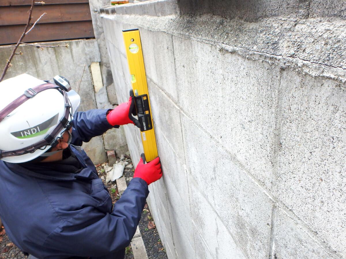 INDIの擁壁調査 宅地内の擁壁は安全性の確認が必要、取引価格に影響する場合もあります。
